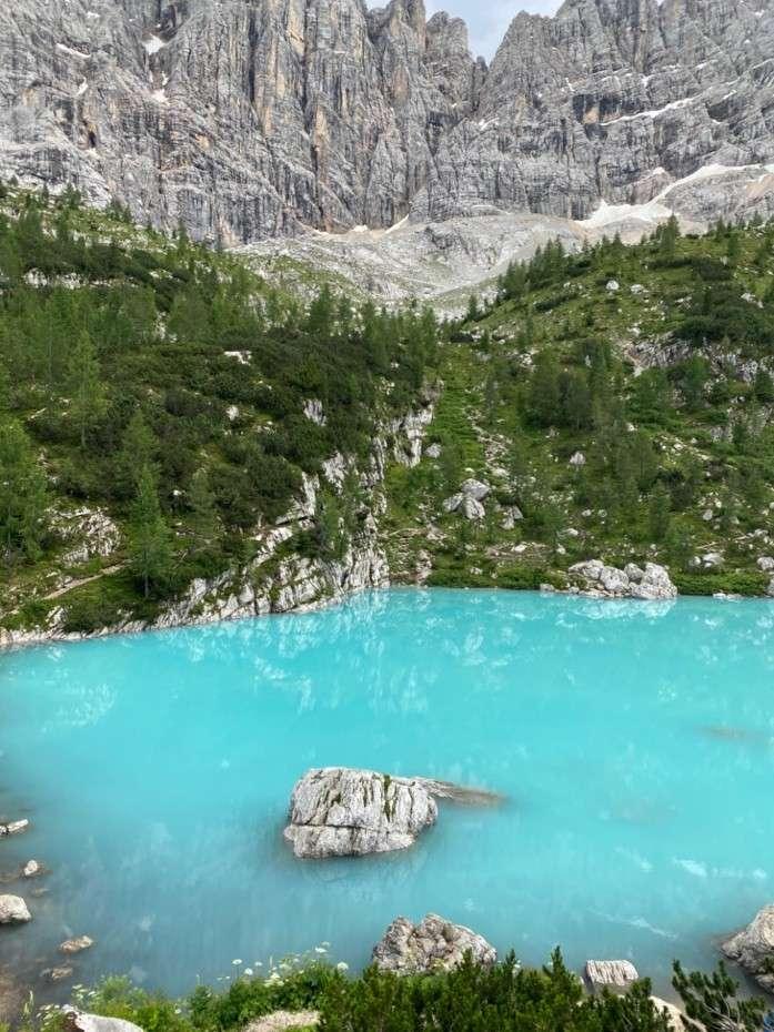 Lago Sorapis nei pressi di Cortina d'Ampezzo - Viaggio con una tenda da tetto montata su Jeep Renegade